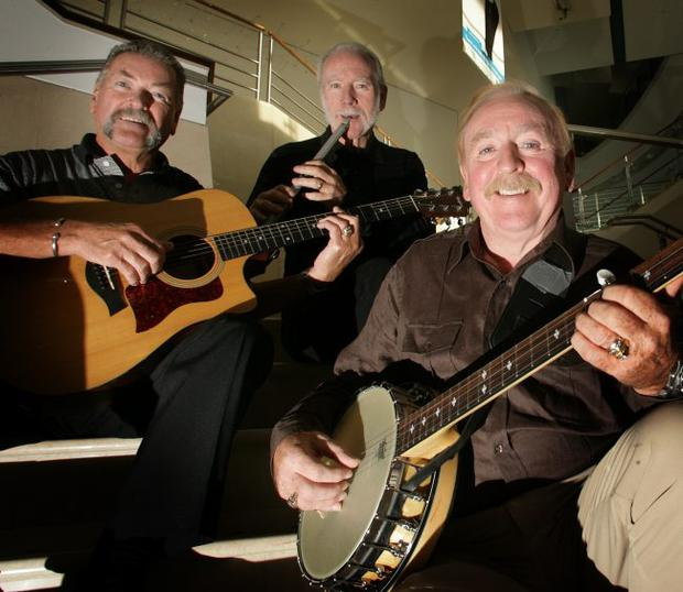 Police are probing reports of gunshots outside the Wolfe Tones concert in Glasgow on Saturday.