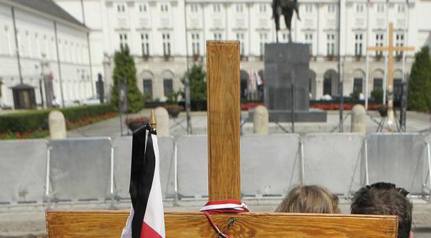 A debate is raging in Poland on how to commemorate President Lech Kaczynski and other passengers killed in a plane crash