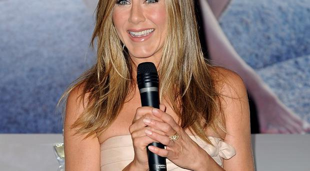 Jennifer Aniston has defended comments she made about single parents