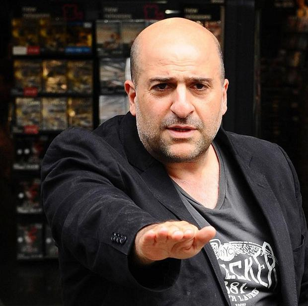 Omid Djalili is to host a live online quiz on his Twitter page to raise cash for Christian Aid