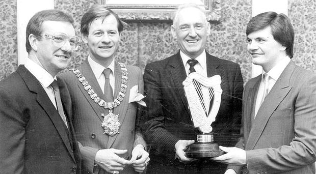 Dennis Taylor, Alex Higgins and Eugene Hughes join Lord Mayor Councillor Alfred Ferguson with the Guinness World Cup