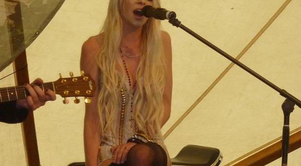 Taylor Momsen said she got 'beat-up knees' whie filming her new video