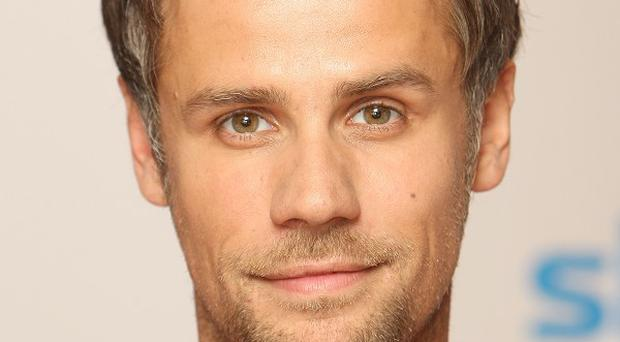 Broadcaster Richard Bacon will be inviting celebrities into his living room in a new series on ITV4