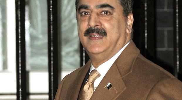 Prime Minister Syed Yousuf Raza Gilani warned that Pakistan's economic growth will plunge 2% due to floods and lead to 'massive' job losses