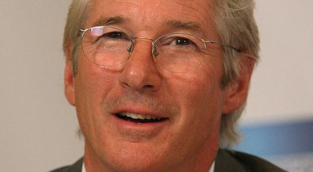 Richard Gere suffered a shoulder injury in a fight scene