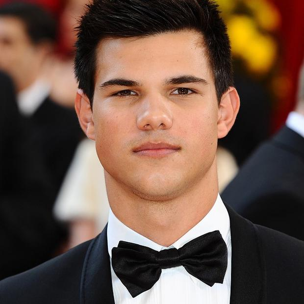 Taylor Lautner has settled a lawsuit with a motorhome company