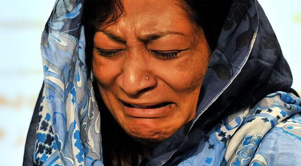 Shumaila Imran makes an emotional appeal at New Scotland Yard for witnesses to her husband's murder