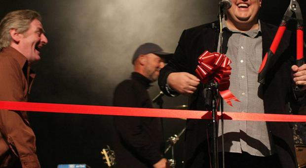 Peter Kay surprised revellers in Dublin by playing an impromptu gig with The Saw Doctors