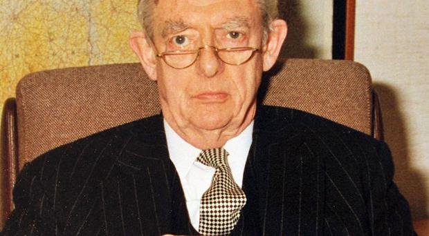 Northern Ireland's first director of public prosecutions, Sir Barry Shaw, has died, aged 87