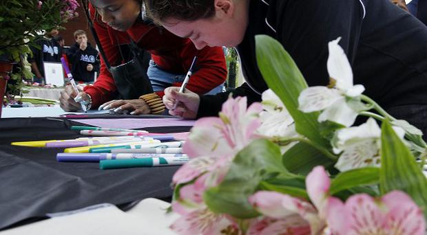 Rutgers University students sign condolence cards for the family of fellow student Tyler Clementi (AP)