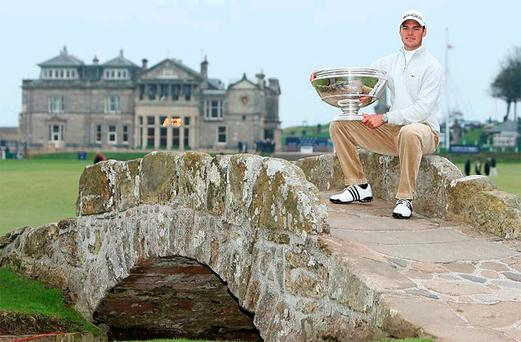Alfred Dunhill Links champion Martin Kaymer with the trophy on the Swilkin Bridge