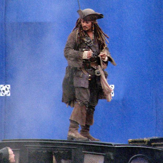 Johnny Depp visited a school dressed as Captain Jack Sparrow