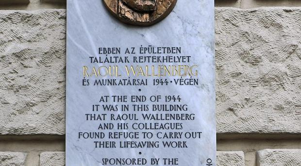 A plaque commemorating Raul Wallenberg has been unveiled at the British Embassy in Budapest