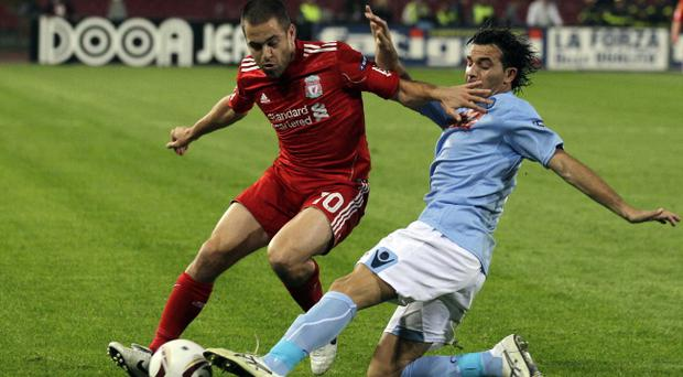 Liverpool midfielder Joe Cole, left, and Napoli defender Salvatore Aronica challenge for the ball during the Europa League, Group K soccer match between Napoli and Liverpool, at the San Paolo stadium in Naples, Italy, Thursday, Oct. 21, 2010. (AP Photo/Alessandra Tarantino)