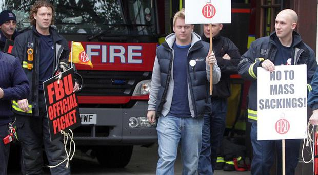 Firefighters at Euston begin their strike over new contracts