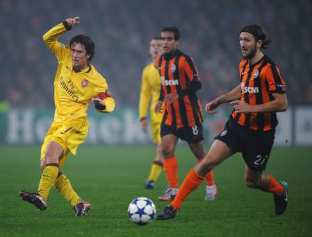 DONETSK, UKRAINE - NOVEMBER 03: Tomas Rosicky of Arsenal battles with Dmytro Chygrynskiy of FC Shakhtar Donetsk during the Champions League Group H match between FC Shakhtar Donetsk and Arsenal at the Donbass Arena on November 3, 2010 in Donetsk, Ukraine. (Photo by Laurence Griffiths/Getty Images)