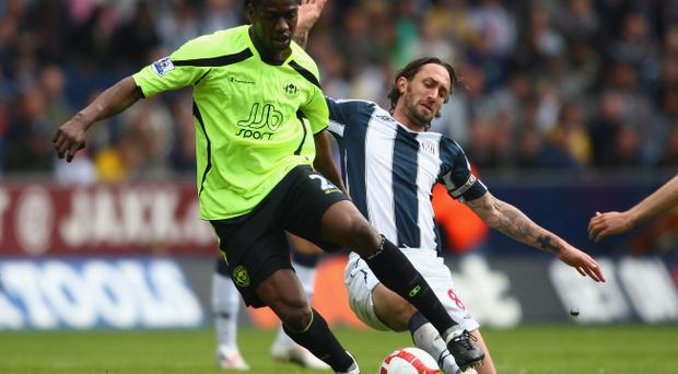 Former Wigan star Olivier Kapo has signed an 18-month deal at Parkhead