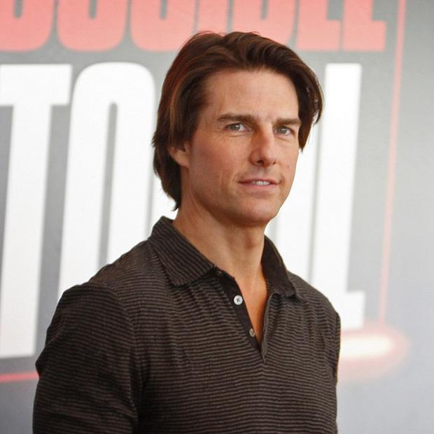 Tom Cruise came face-to-face with a family while dangling outside a building in Dubai