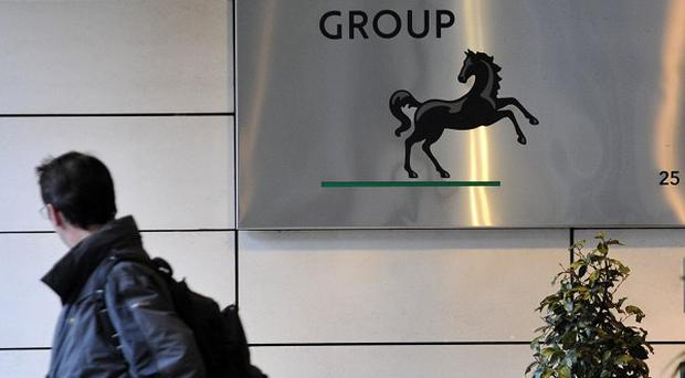 Lloyds is to axe another 400 jobs, Unite has said
