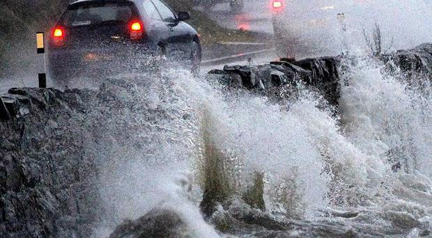 Severe storms have cause widspread damage and disruption in Britain,and a woman has died after a tree branch hit her car