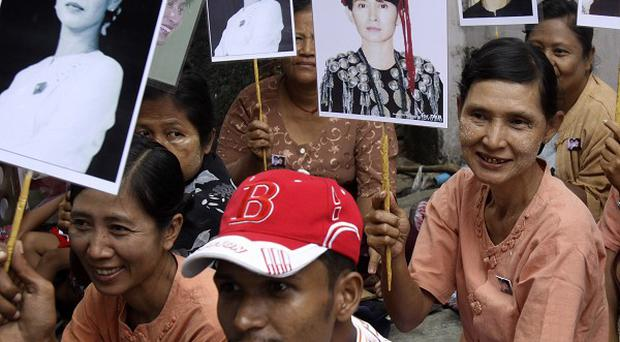 Aung San Suu Kyi supporters congregate as rumours circulate that she will be freed