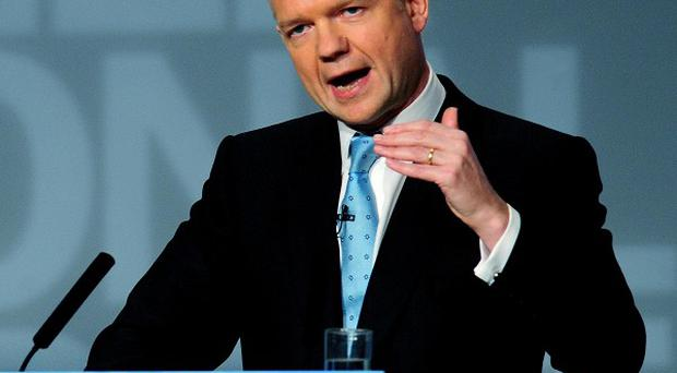 Foreign Secretary William Hague has urged the Palestinians to rejoin Middle East peace talks