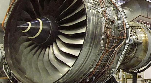 Rolls-Royce is to temporarily replace complete jet engines suffering from oil leaks which came to light after one disintegrated in flight