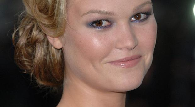 Julia Stiles wouldn't say if Dexter and her character were set for romance