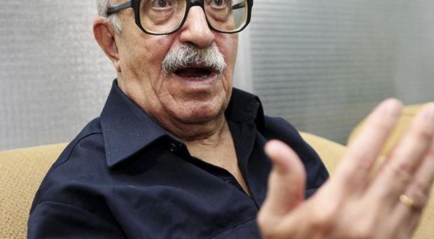 Saddam Hussein's henchman Tariq Aziz is to ask for an Iraqi presidential pardon over his death sentence