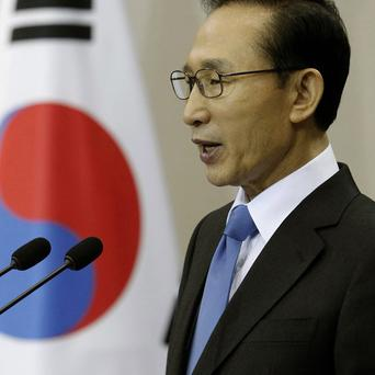 South Korean President Lee Myung-bak has been criticised over his government's response to the North's attacks