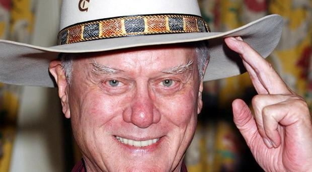Larry Hagman will guest star on Desperate Housewives