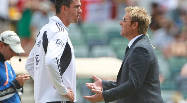 Aussie legend Shane Warne (right) shares his thoughts on the Ashes series with England batsman Kevin Pietersen