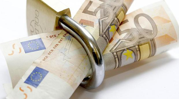 Emergency state aid for three Irish banks has been approved by the European Commission