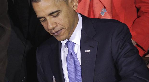 US President Barack Obama has signed a law which allows homosexuals to serve openly in the armed forces