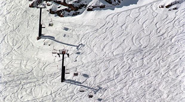 An experienced British skier has died after being caught in an avalance in the French Alps
