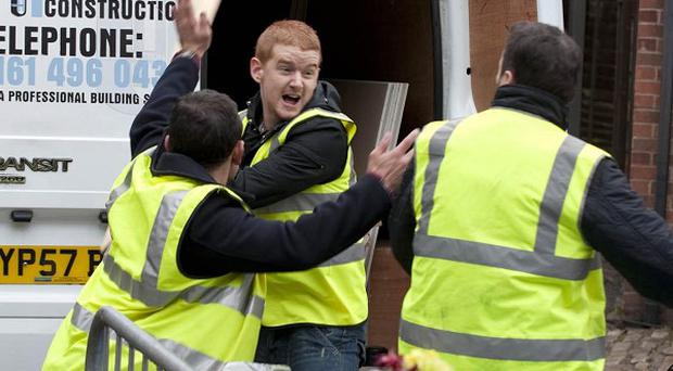 Gary Windass attacks Owen Armstrong on Coronation Street