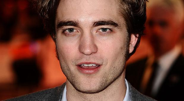 Robert Pattinson is to present at the Golden Globe awards this year