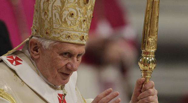 Pope Benedict XVI has urged Pakistan to reverse its blasphemy laws