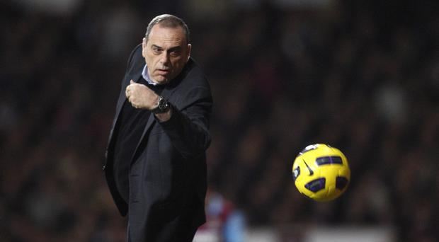 Martin O'Neill looks set to replace Avram Grant (pictured) as West Ham manager.