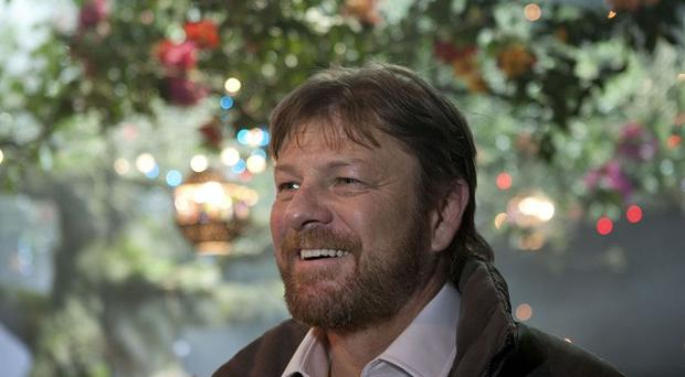 Sean Bean surprised a theatre group with a new set