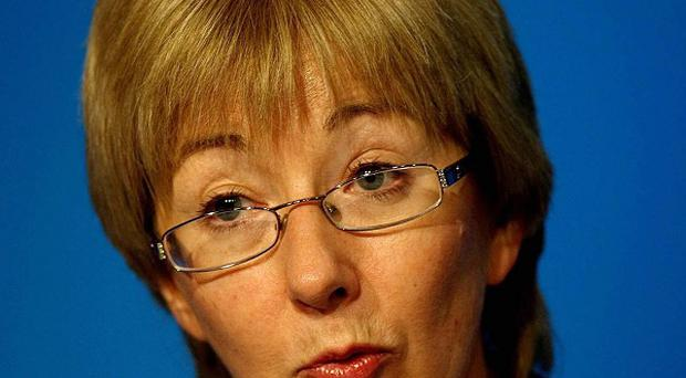Unions have called on Mary Hanafin to order the withdrawal of a 'misleading' Government ad on wages