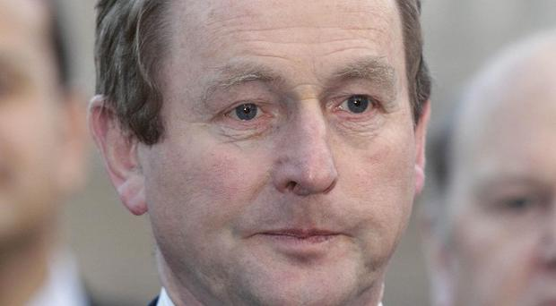 Fine Gael leader Enda Kenny has called for a five-way leaders' debate
