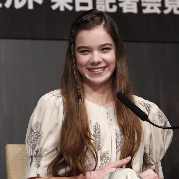 Hailee Steinfeld looks up to Natalie Portman and Diane Lane