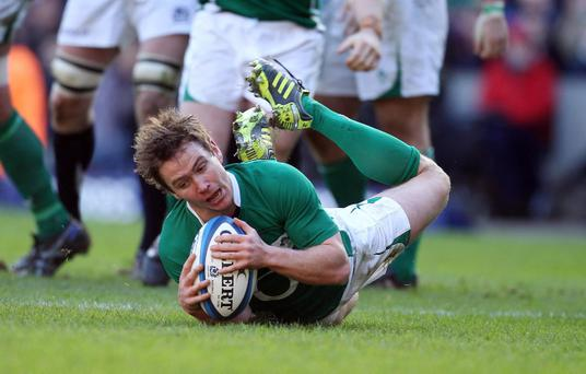 Ireland's Eoin Reddan scores a try