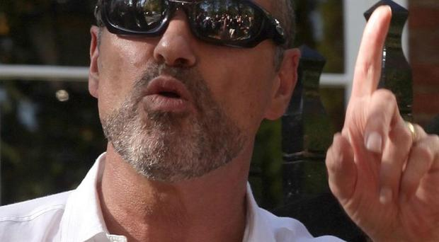 Singer George Michael is using Twitter to help him quit smoking cigarettes