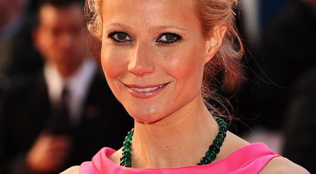 Gwyneth Paltrow sings a Gary Glitter song on Glee