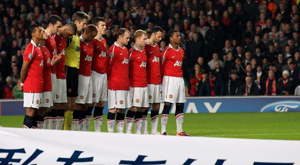 MANCHESTER, ENGLAND - MARCH 15: Manchester United players observe a minutes silence in memory of the Japanese earthquake victims ahead of the UEFA Champions League round of 16 second leg match between Manchester United and Marseille at Old Trafford on March 15, 2011 in Manchester, England. (Photo by Alex Livesey/Getty Images)