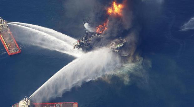 A trapped piece of drill pipe prevented a fail-safe device from stopping last year's massive BP Gulf oil spill in the Gulf of Mexico, says US probe (AP)