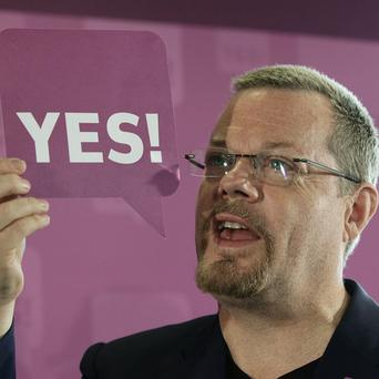 Comedian Eddie Izzard at the national launch of the YES! campaign for the Alternative Vote