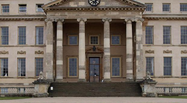 A trainee chef has told of her shock at seeing a kitchen porter at Stowe school allegedly try to poison the pupils' soup